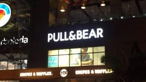 aviso en acrílico Pull & Bear